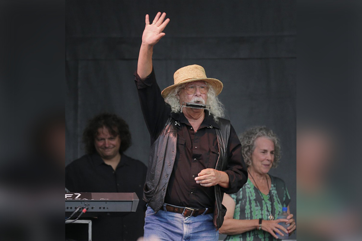 Arlo Guthrie retiring from touring as a result of well being considerations